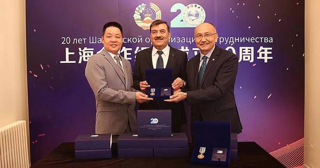 汉今国际应上合组织委托设计制作的20周年庆典奖章正式交付!